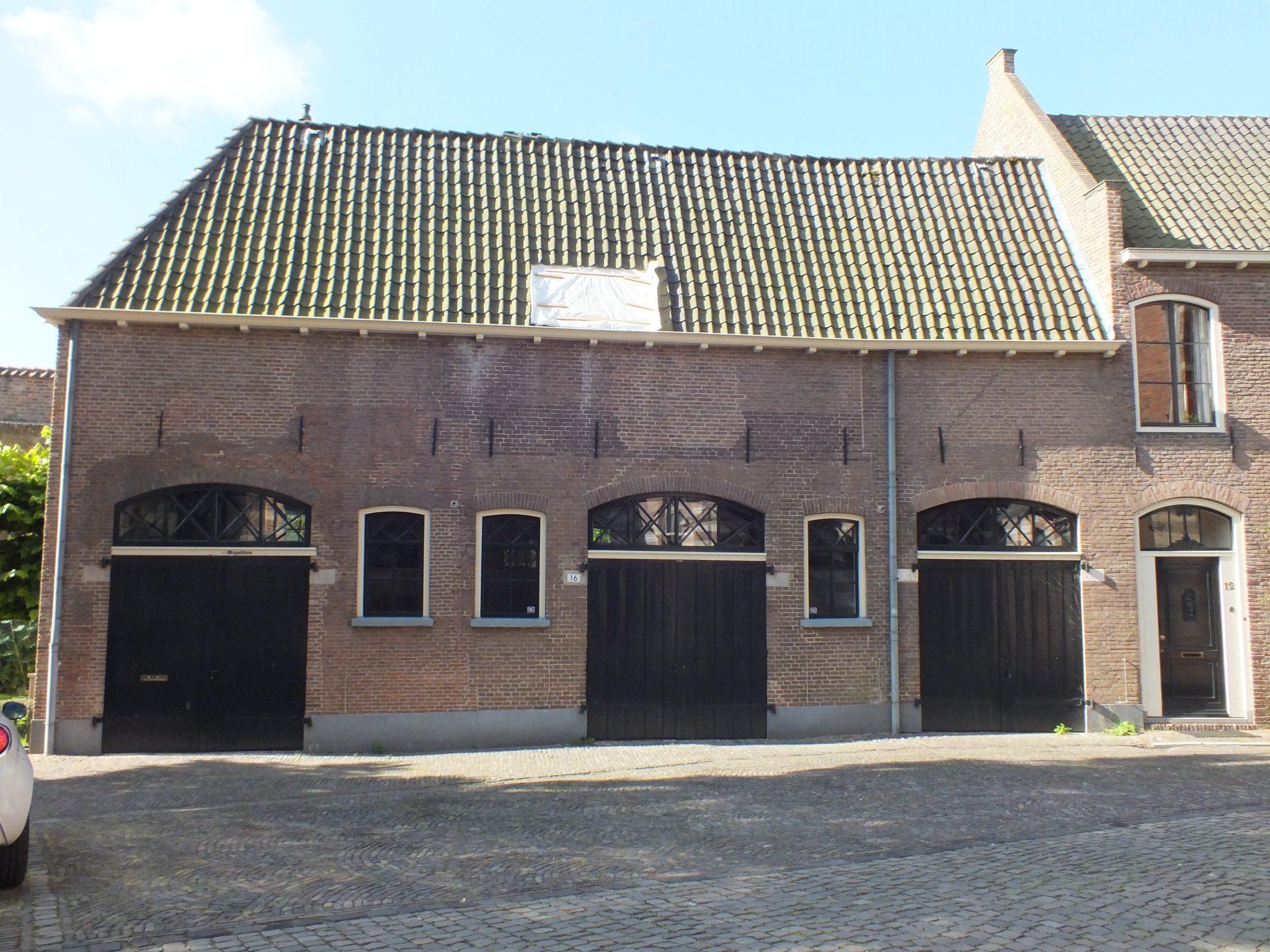 Kerkhof 16