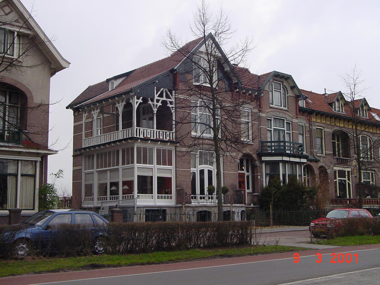 Statig Jugendstilhuis aan de Deventerweg Zutphen