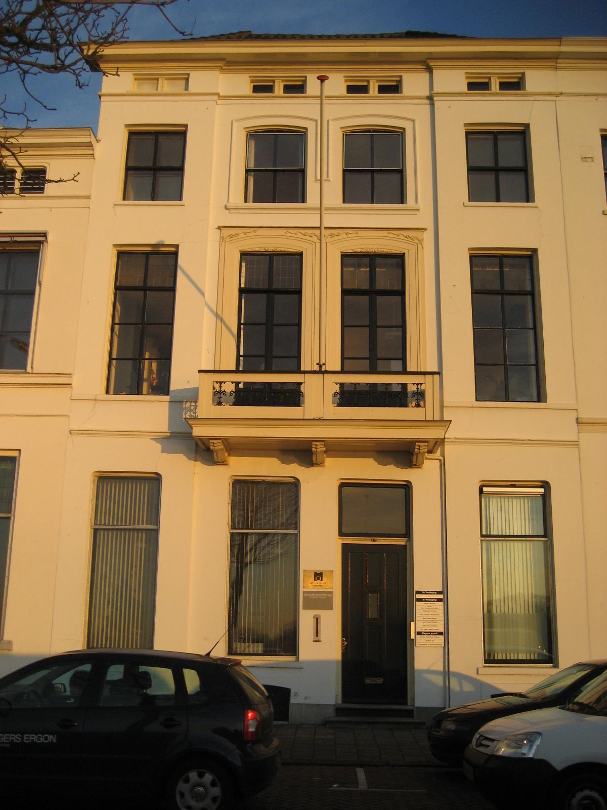 Fraaie Restauratie statig kantoorpand IJsselkade 18 Zutphen